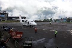 Planet från Summit Air som skall ta mig ned till Katmandu, Tenzing-Hillary airport, Lukla.