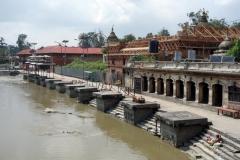 Plattformar för kremering, Pashupatinath tempelkomplex, Katmandu.