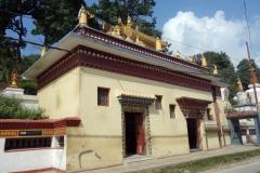 Stupas vid entrén till Swayambhunath-templet, Katmandu.
