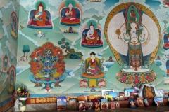 Vackra målningar i en av de stupas som ligger vid entrén till Swayambhunath-templet, Katmandu.