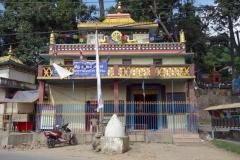 Ett av de tempel som ligger vid huvudentrén som leder upp till Swayambhunath-templet, Katmandu.