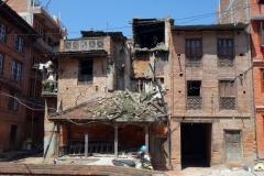 Skador på byggnader orsakade av jordbävningen i centrala Bhaktapur.