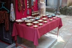 Fantastiskt vackra souvenirer till salu i gamla staden, Bhaktapur.