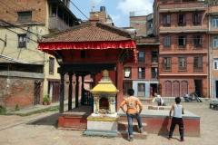 Pingis vid stupa i centrala Patan.