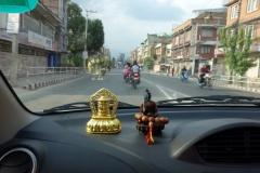 På väg tillbaka till Katmandu i taxi.