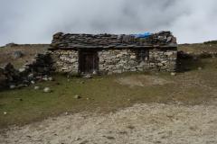 Ödsligt beläget hus mellan Dingboche och Dughla.