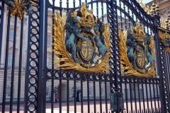 Grind till en av entréerna till Buckingham Palace.