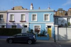 Mysiga bostäder längs Portobello Road.