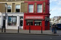 Små mysiga butiker längs Portobello Road.