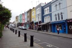 De färgglada fasaderna längs Portobello Road.