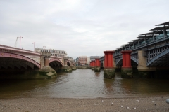 Blackfriars Bridge och Blackfriars Railway Bridge, Southwark.