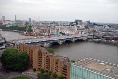 Utsikten från Tate Modern över Themsen och Blackfriars Bridge.
