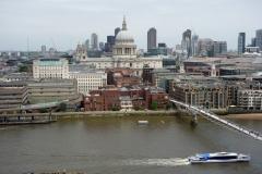 Utsikten från Tate Modern över Themsen, Millenium Bridge och St. Paul's Cathedral.
