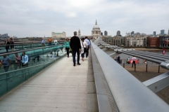 Millenium Bridge och St. Paul's Cathedral.