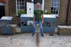 Stefan på nollmeridianen, Meridian Courtyard, Royal Observatory, Greenwich Park.