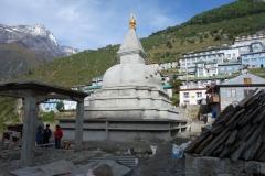 Nybyggnation av stupa i Namche Bazaar, precis vid entrén till byn. Min sista skymt av byn innan trekken ner till Lukla.