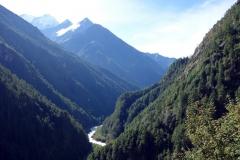 Vy över Khumbu-dalen strax ovanför Edmund Hillary-hängbron.