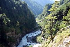 Vy över Khumbu-dalen från Edmund Hillary-hängbron.