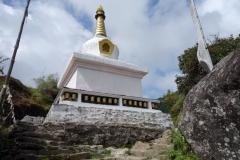 Stupa en bit nedanför Phakding.