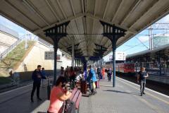 På plattformen i väntan på tåget till Malbork, centralstationen i Gdańsk.