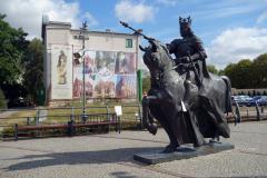 Skulpturen på torget i centrala Malbork.