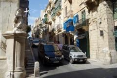 Nästan varje gathörn i Valletta pryds av en staty.