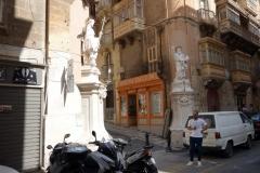 Statyer av St John The Baptist och St Paul, St Paul street, Valletta.