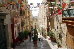 Vacker sidogata i Valletta.