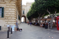 Old Theatre street som delar St George's Square och Republic Square, Valletta.