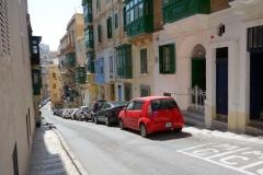 Brant sidogata i centrala Valletta.