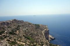 Utsikten mot öarna Filfla och Filfoletta från Ta' Dmejrek, 253 meter över havet, Dingli Cliffs, Dingli.