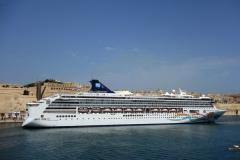 Utsikt mot Valletta och kryssningsfartyget Norwegian Spirit från La Guardiola, Senglea.