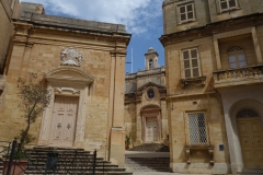 Arkitekturen vid St. Lawrence's Church, Vittoriosa.