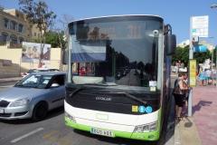 Buss 311 från Victoria till Dwejra på busstationen i Victoria, Gozo.