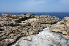 Den dramatiska kusten vid Dwejra, Gozo.