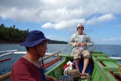 Koreansk och amerikansk vän i bangkan på väg från Maripipi till Kawayan på Biliran.