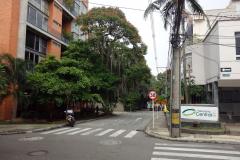 Gatukorsningen alldeles utanför mitt boende, Hotel Loyds, Poblado, Medellín.