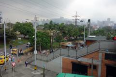 Uppe på bron över till station Poblado, Medellín.