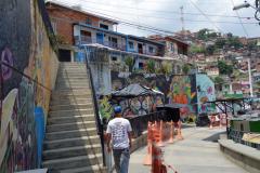 Flako längs gata i Comuna 13, Medellín.