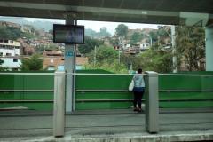 En station någonstans längs spårvagnslinje San Antonio-Oriente (T-A), Medellín.