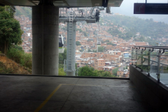 Station Las Torres längs linbanelinje Oriente-Villa Sierra (H),  Medellín.
