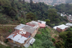 Bostadsområde längs linbanelinje Oriente-Villa Sierra (H),  Medellín.