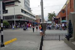 Gatuscen vid Parque San Antonio, Medellín.