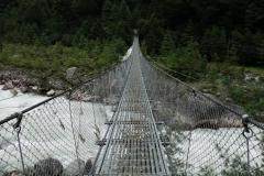 Hängbro över Dudh Kosi en bit söder om Monjo.