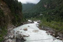 Floden Dudh Kosi en bit söder om Monjo.