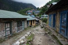 På väg in i byn Monjo.