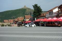 Centrala Mtskheta med Jvari Monastery i bakgrunden.