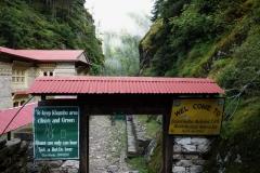 Den första entrén till Sagarmatha National Park, Monjo.