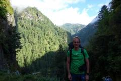 Stefan en bit norr om entrén till Sagarmatha National Park, Monjo.