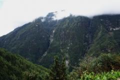 Del av den bergskedja som ligger mittemot Namche Bazaar.